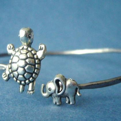turtle bracelet with an elephant wr..