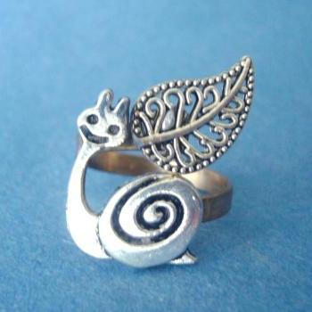 Silver snail ring with a leaf wrap ring
